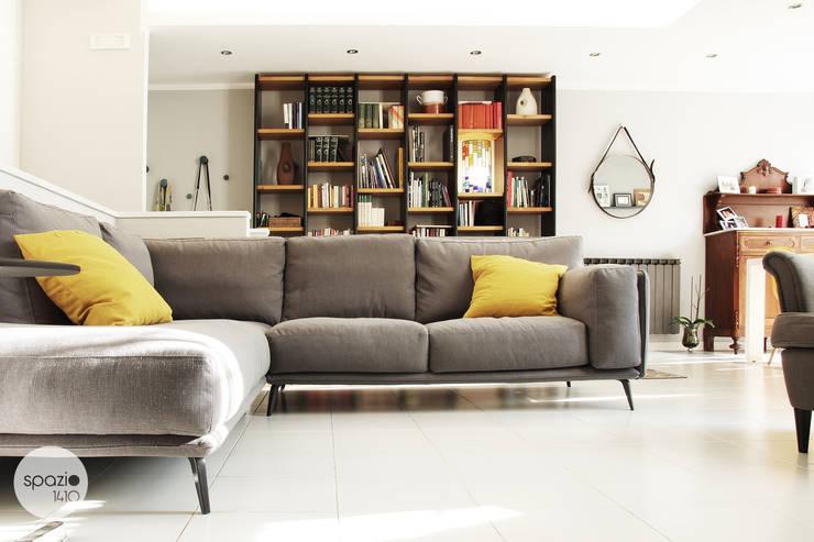 Come disporre i divani in salotto tutte le soluzioni for Cosa mettere dietro il divano