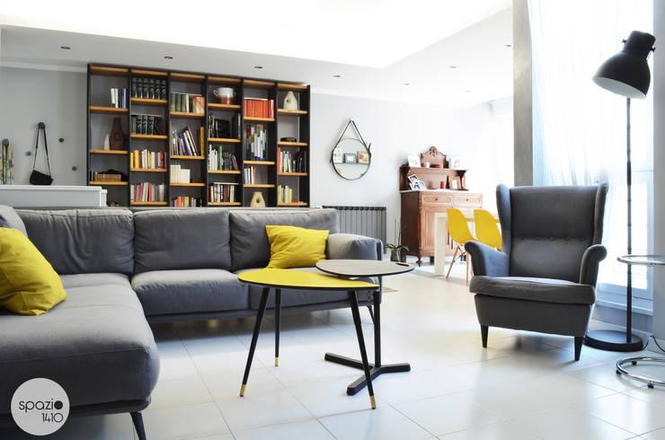 Salas de estar  por Spazio 14 10 di Stella Passerini