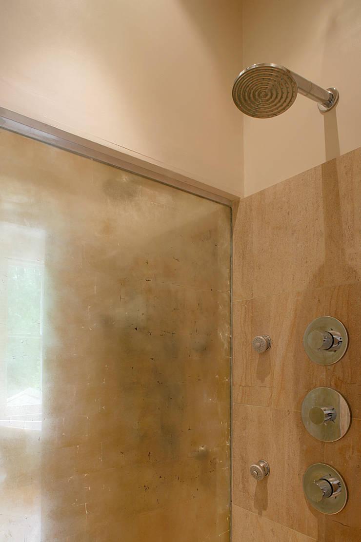 Belsize Park:  Bathroom by Hélène Dabrowski Interiors