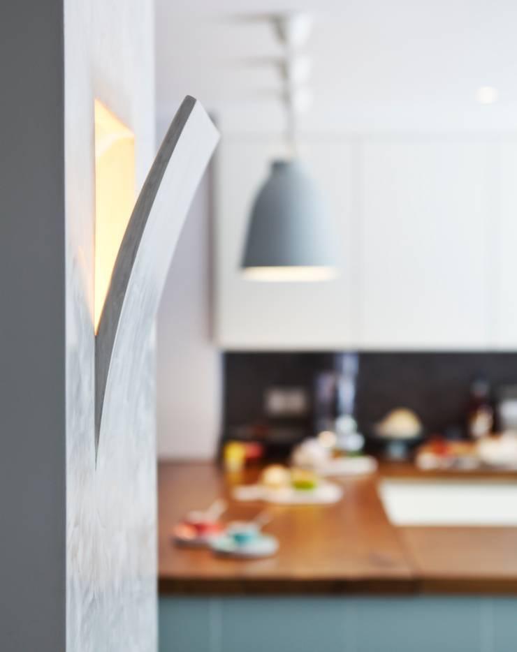 Furlong Road:  Kitchen by Matteo Bianchi Studio