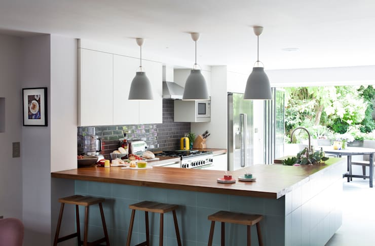 Furlong Road:  Kitchen by Matteo Bianchi Studio