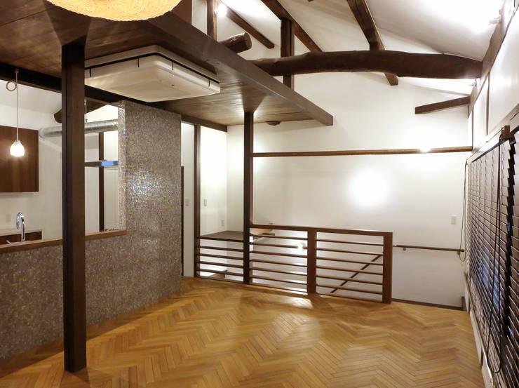 リビングルーム クラシックデザインの リビング の あお建築設計 クラシック