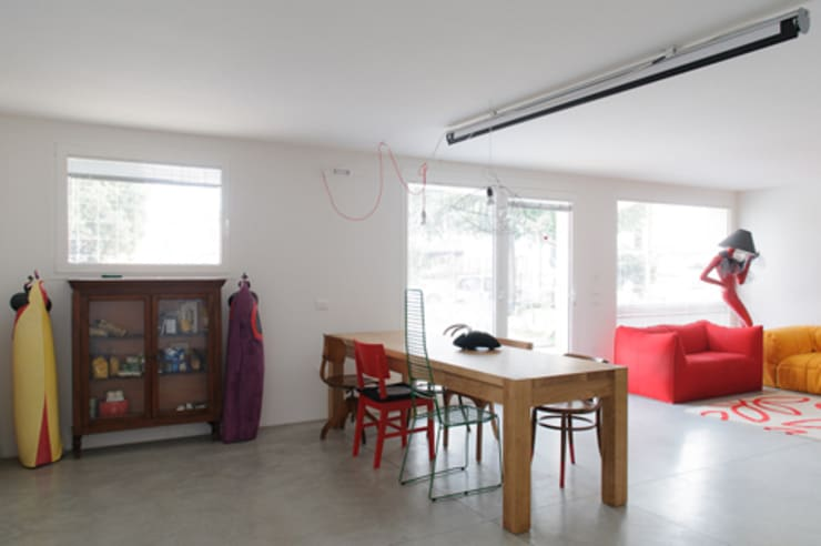 casa di luca: Sala da pranzo in stile  di Clinicaurbana