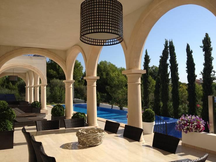 KJ: Terrazas de estilo  de Fincas Cassiopea Group