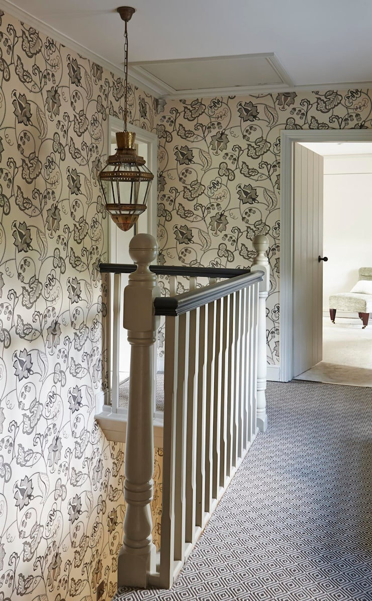 Country Home Landing:  Corridor & hallway by Charlotte Crosland Interiors
