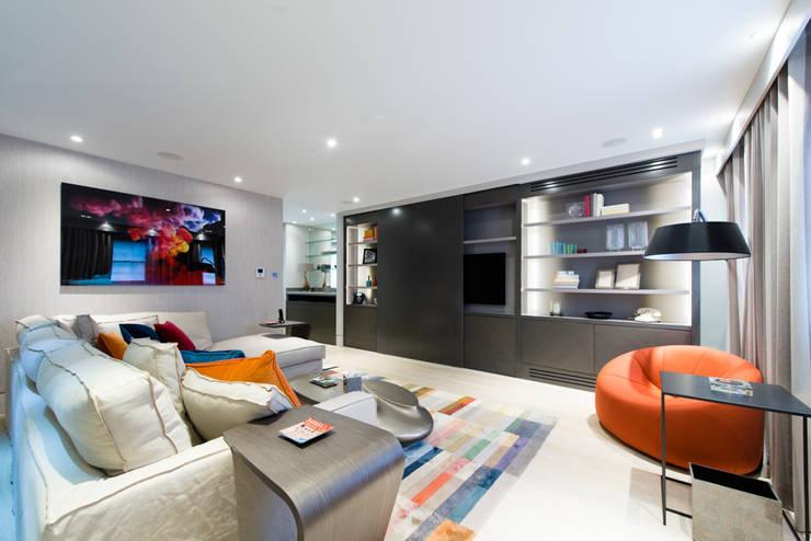 Modern Mayfair livingroom:  Living room by Harriet Forde Design