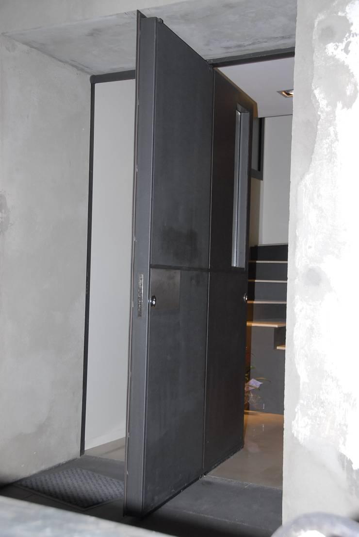 Casa en Premià de Mar 2008: Casas de estilo  de VETZARA 3 S.L.