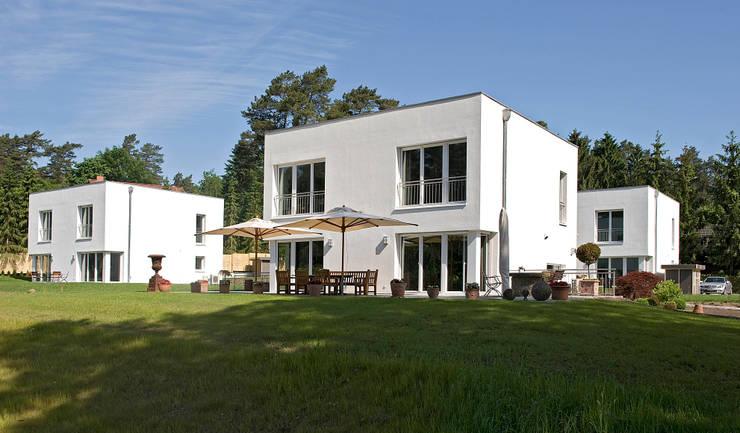 Casas de estilo  de Jesteburger Sonnenhäuser GmbH & Co. KG