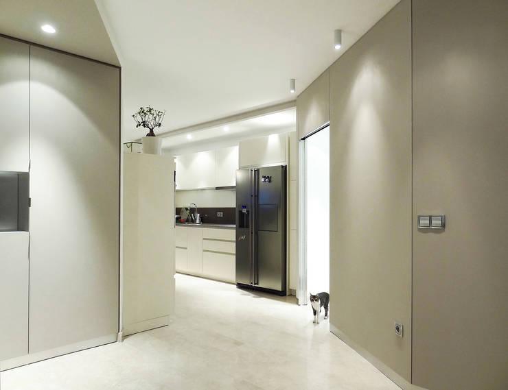 Appartement traversant: Cuisine de style  par Agence LVH