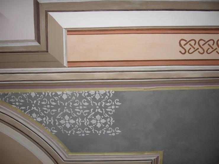 Restitution d'un décor de plafond: Murs & Sols de style de style Classique par Agnes PERRONNE