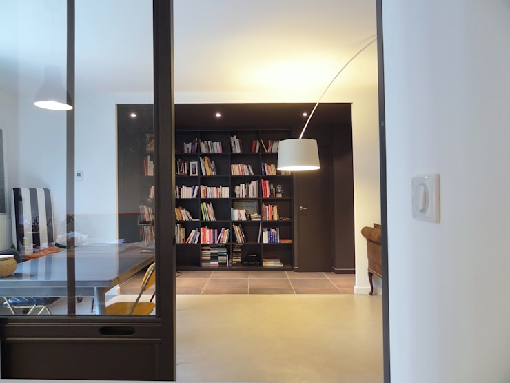 Appartement atelier: Salon de style  par Agence LVH