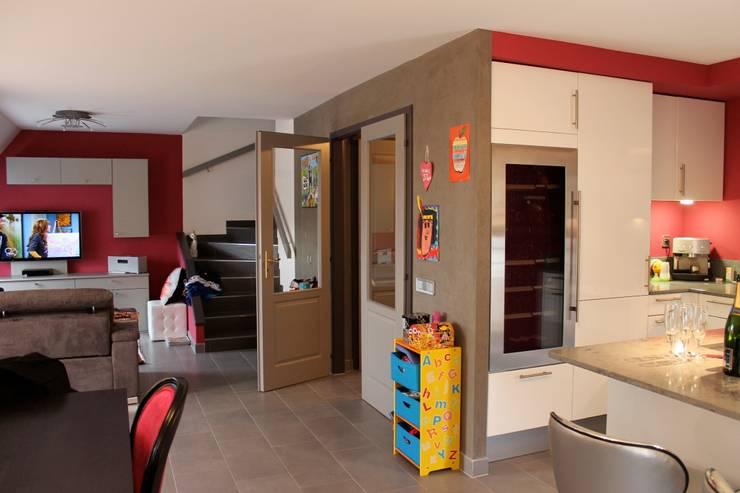 Séjour: Couloir et hall d'entrée de style  par Agence ADI-HOME