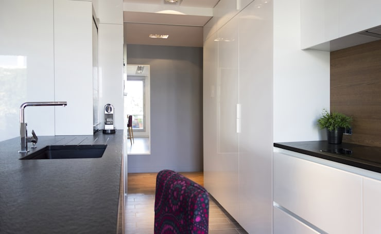 Duplex sur le toit: Cuisine de style de style Moderne par Agence LVH
