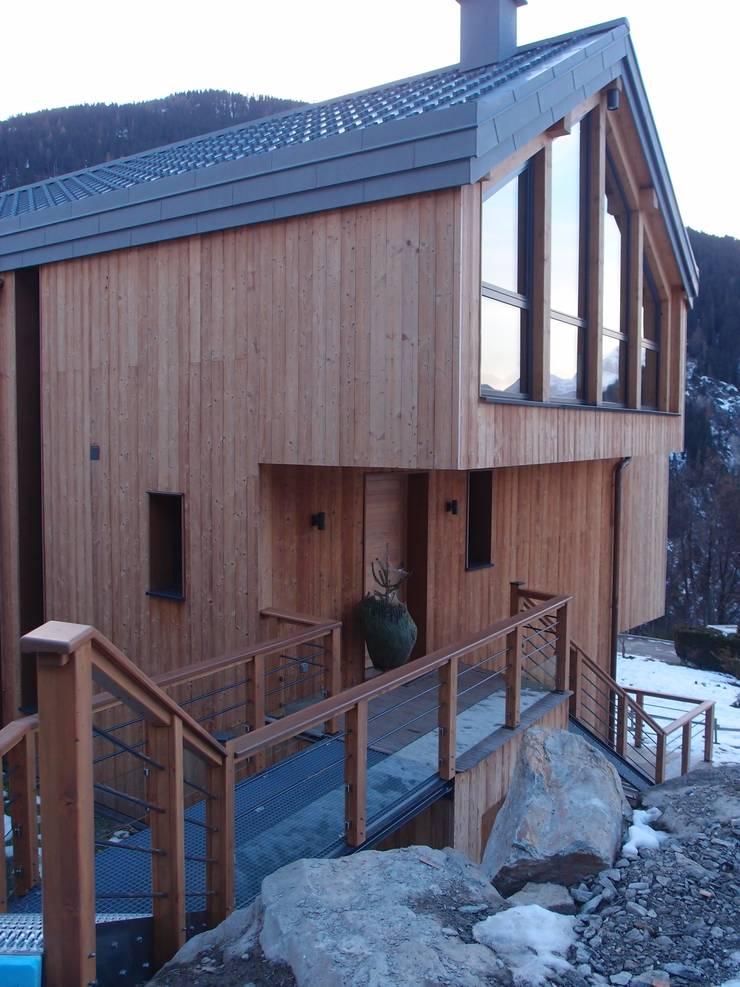 Escalier exterieur: Maisons de style de style Moderne par DAI Création