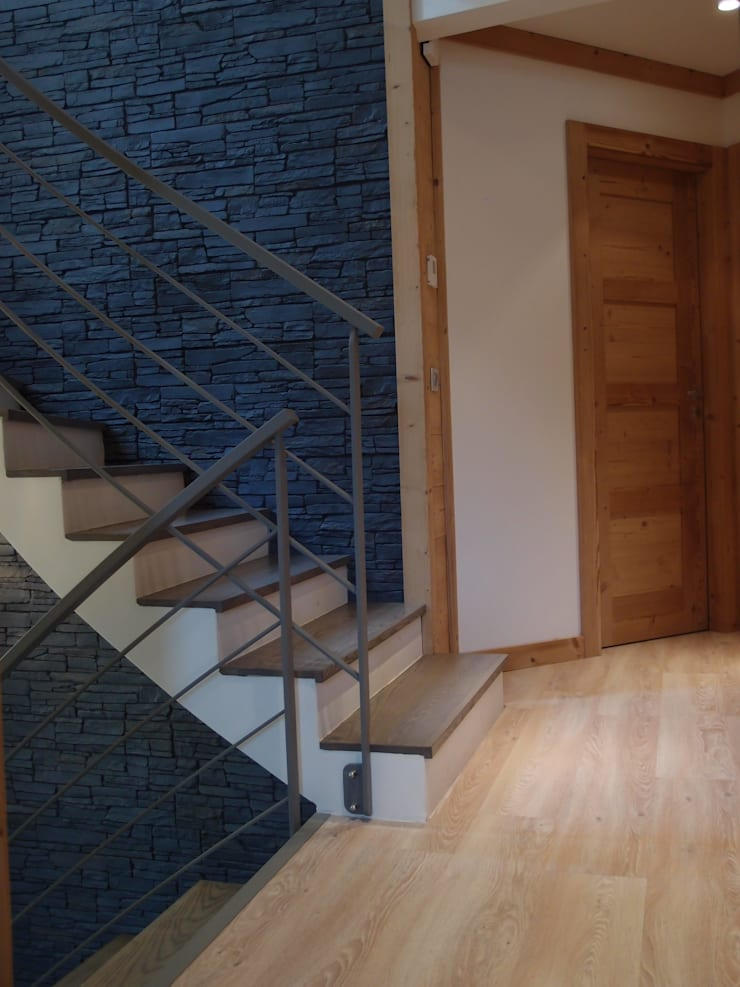 Escalier: Maisons de style de style Moderne par DAI Création