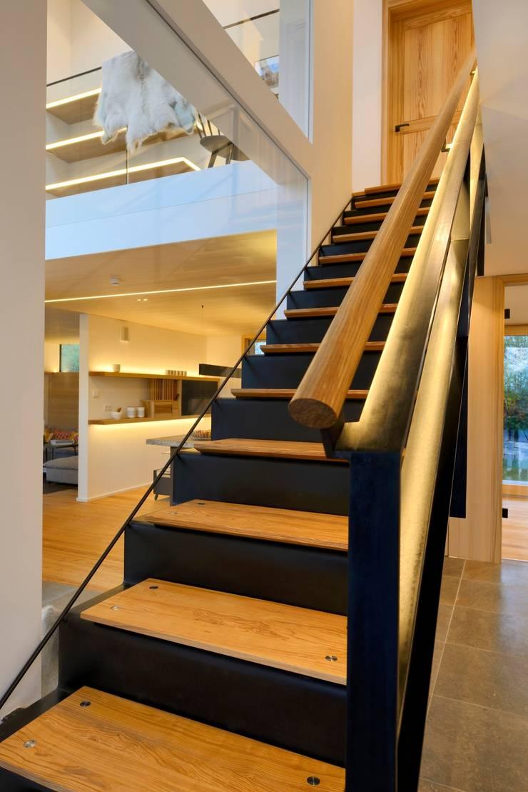 Designtreppe Alpenchic: modern  von Bau-Fritz GmbH & Co. KG,Modern