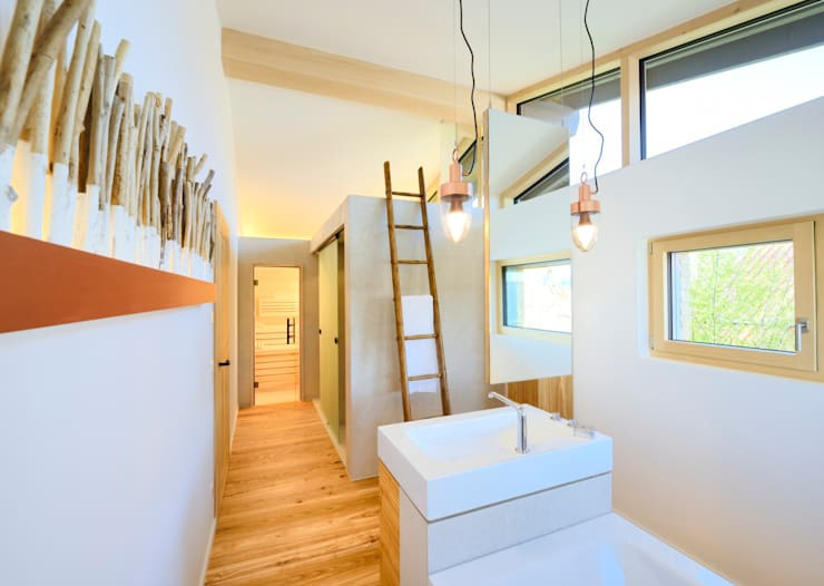 Banheiro  por Bau-Fritz GmbH & Co. KG
