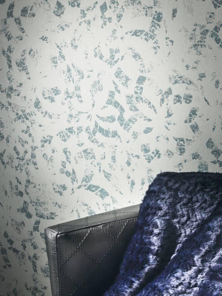 Papel vinílico nacarado en azules Casamance:  de estilo  de SERRANOS Studio