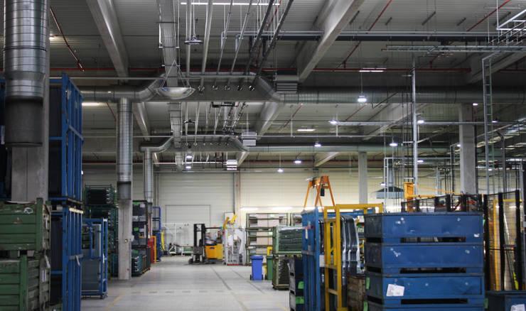 LED Hallenstrahler MH Serie:  Geschäftsräume & Stores von Wir sind heller,