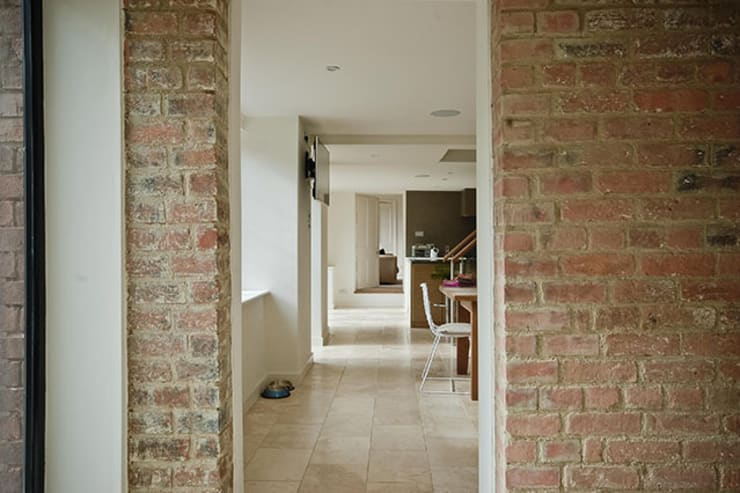 Paddock End:  Corridor & hallway by Seymour-Smith Architects