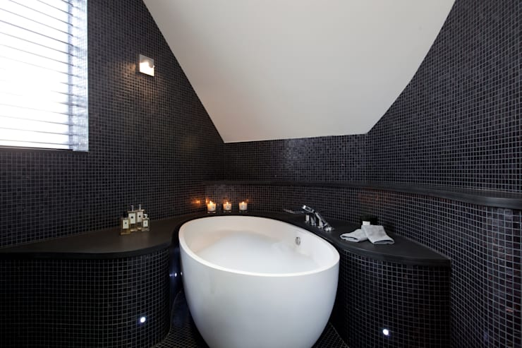 Chiswick W4: Perfect Bathroom Oasis: classic Bathroom by Increation