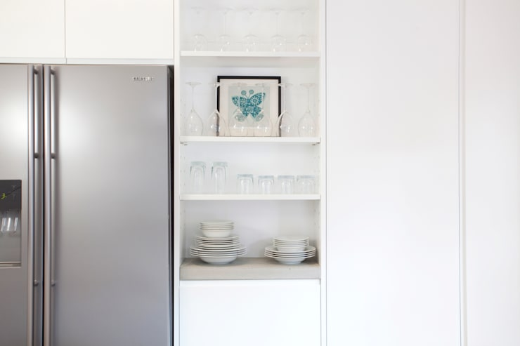 Clerkenwell WC1: Minimal Professional Home:  Kitchen by Increation