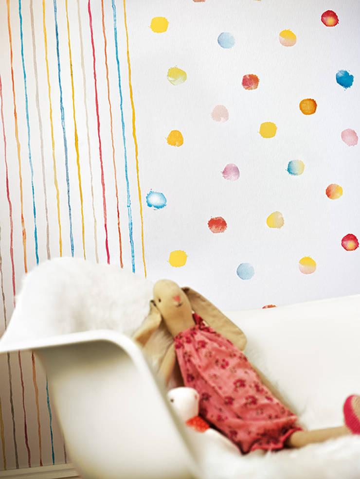 Dormitorio Kids Esprit 3: Paredes y suelos de estilo  de Disbar Papeles Pintados