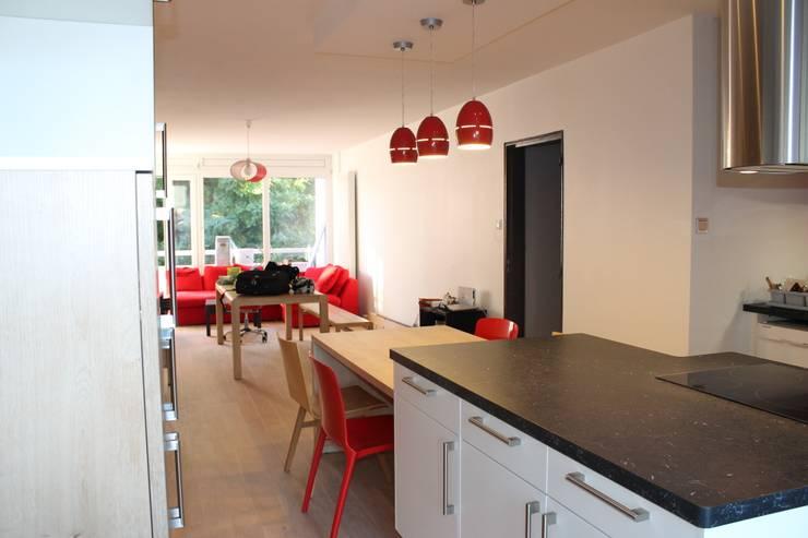 Séjour: Cuisine de style de style Moderne par Agence ADI-HOME