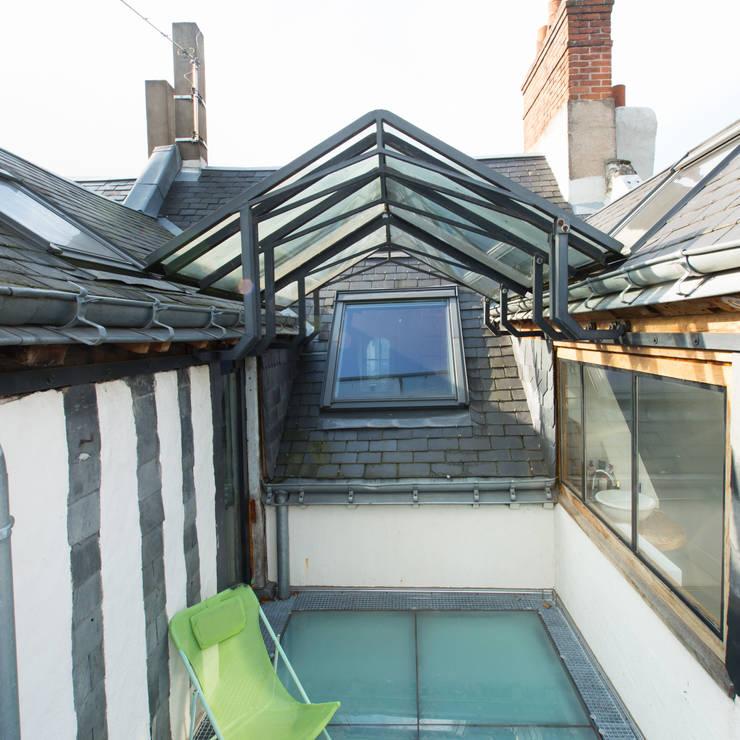 La terrasse sur les toits : Terrasse de style  par Christèle BRIER Architechniques
