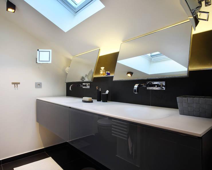 Rénovation d'un chalet à Méribel : Salle de bains de style  par Agence Amevet - AmDeCo