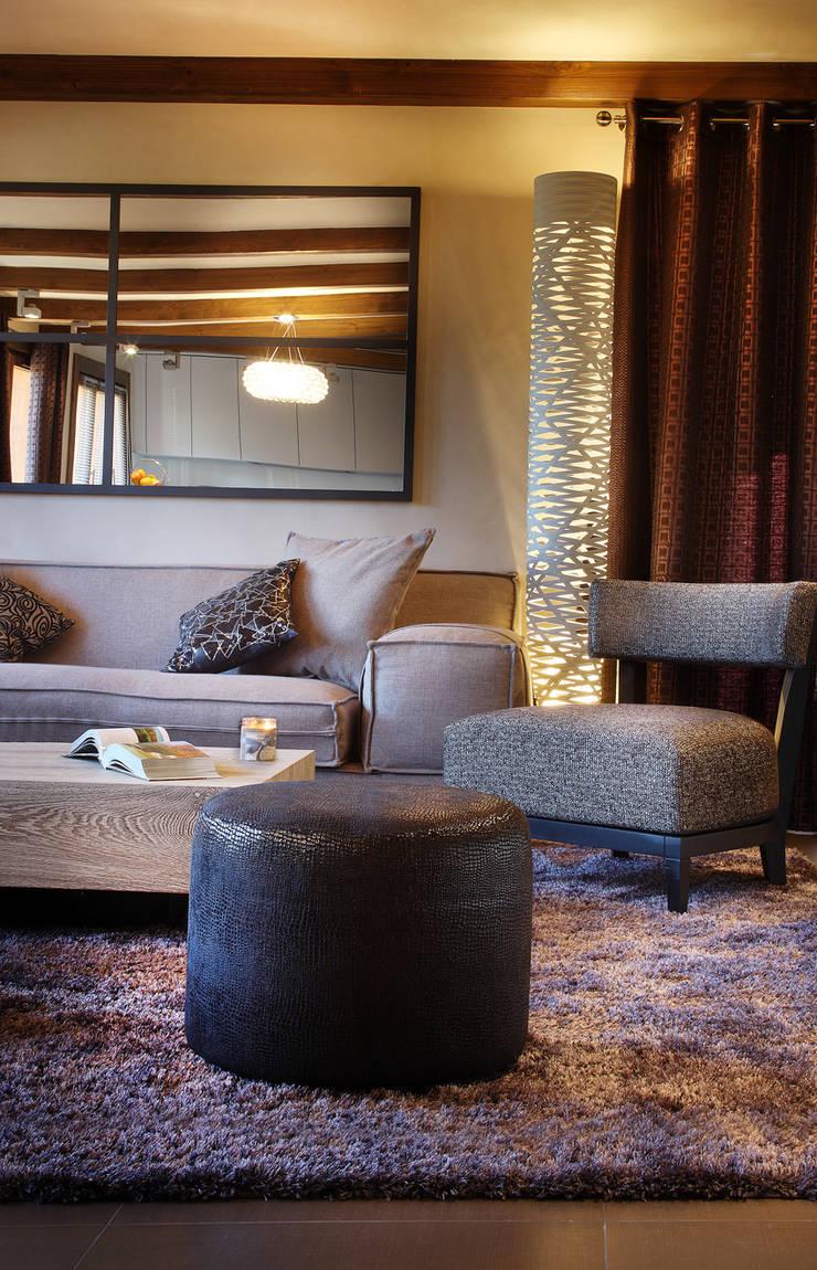 Rénovation d'un chalet à Méribel : Salon de style de style Moderne par Agence Amevet - AmDeCo