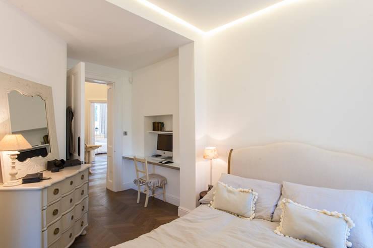 AG175_TwickenhamApartment:  Bedroom by Morgan Harris Architects Ltd