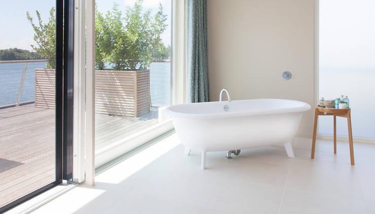 Salle de bain de style  par Future Light Design