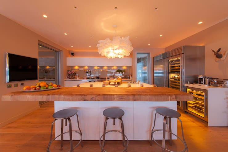 Lakes By Yoo 2:  Kitchen by Future Light Design
