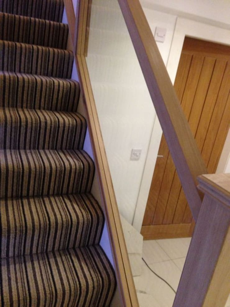 Oak & Glass Staircase:   by Southside Glazing & Joinery