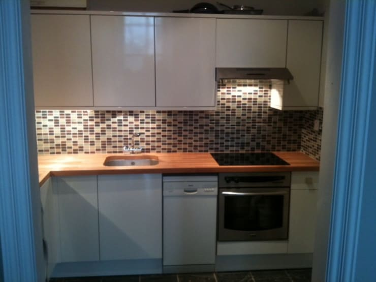 Small Fitted Kitchen:   by Southside Glazing & Joinery