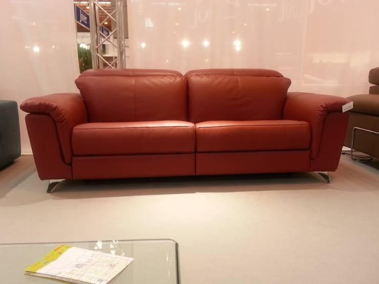 Sofas actuales: Salones de estilo  de MOKA Interiorismo