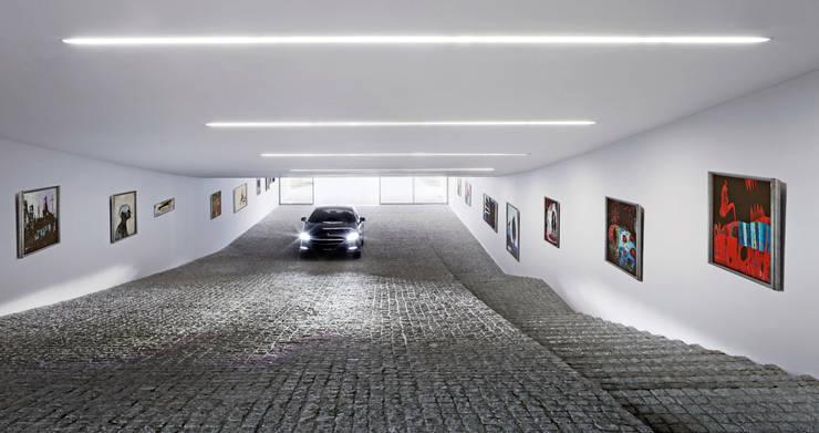 Garage / Hangar de style  par KWK Promes
