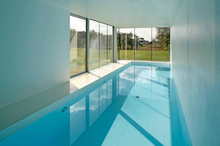 สระว่ายน้ำ by KWK Promes