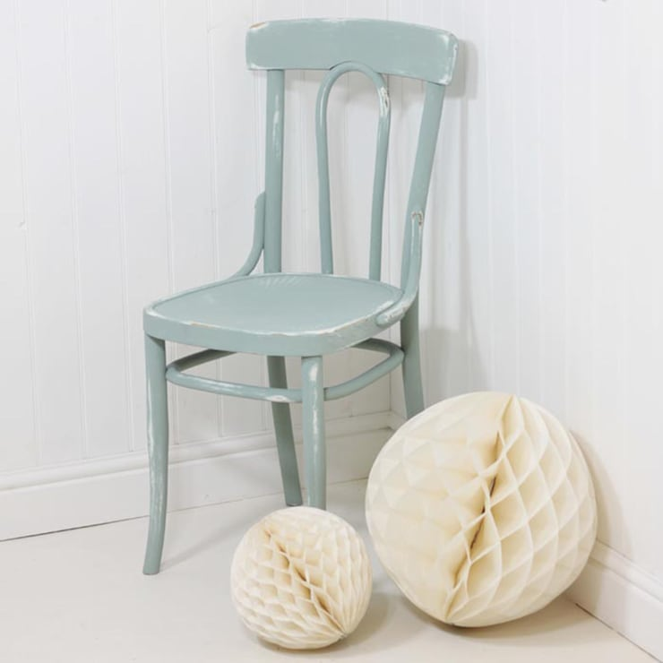Vintage Shabby Chic Chair:  Living room by Loop the Loop