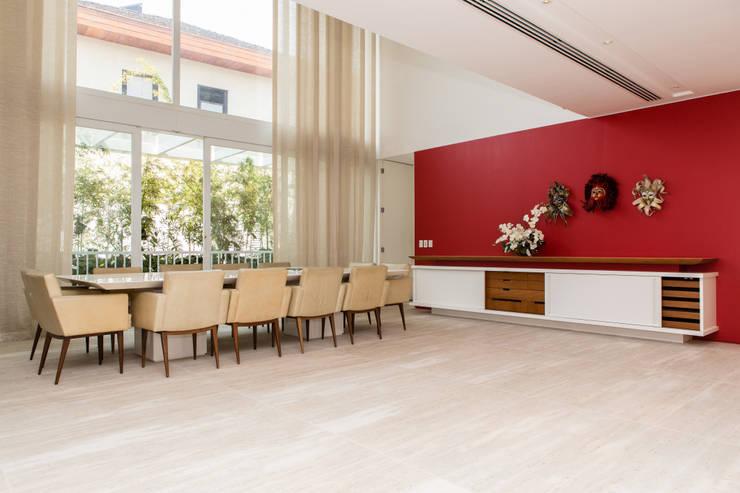 Amazing House in Barra - R10 (Ronaldinho):  Esszimmer von Airbnb Germany GmbH