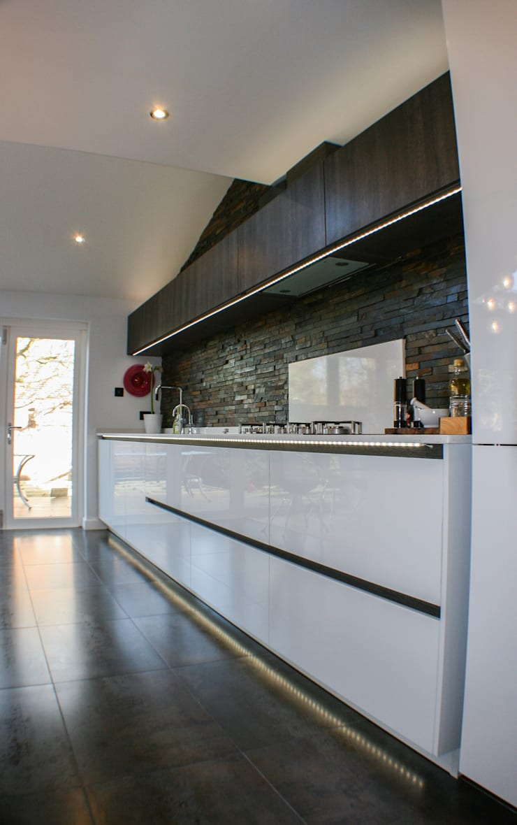 White Gloss & Latte Oak:  Kitchen by Creative Designs