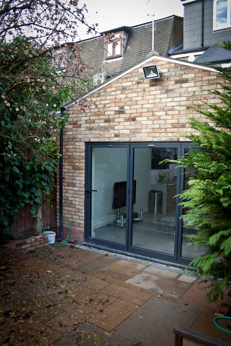 Rear Extension, Barnet:  Kitchen by RS Architects