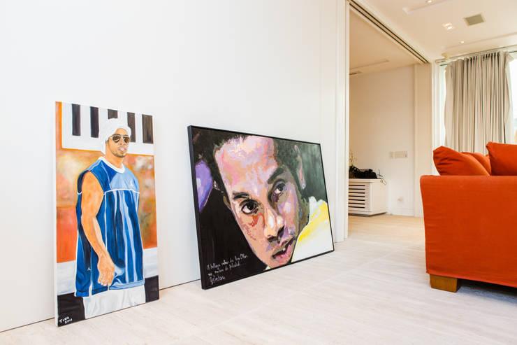 Amazing House in Barra - R10 (Ronaldinho):  Flur, Diele & Treppenhaus von Airbnb Germany GmbH