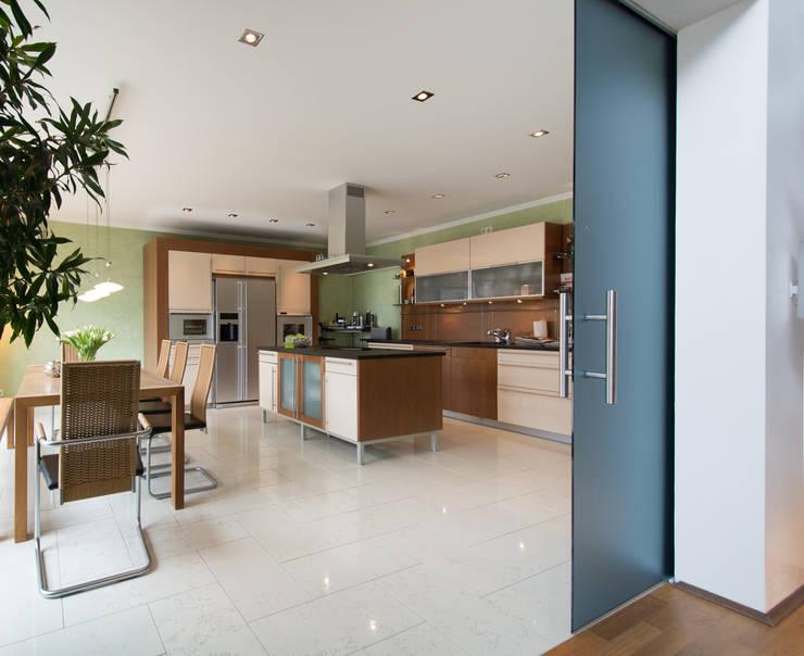 Kitchen by Luna Homestaging, Modern