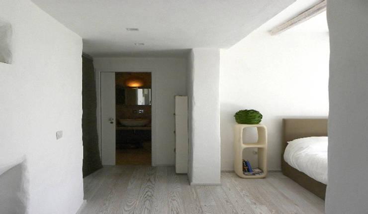 casa GM: Camera da letto in stile in stile Mediterraneo di 0-co2 architettura sostenibile