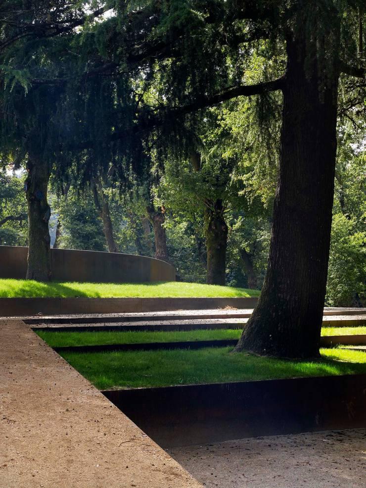Carballeira de Caldas de Reis: Jardines de estilo  de cerredaylorenzoarquitectos