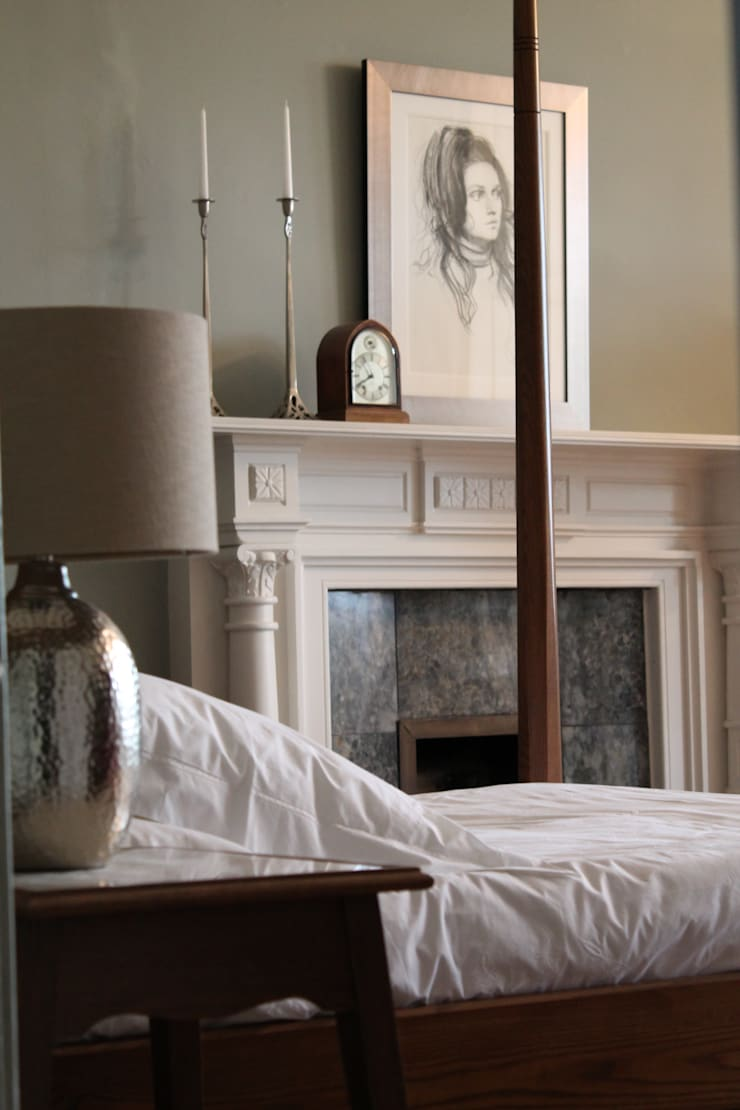 York Four Poster Bed - a modern classic:  Bedroom by TurnPost