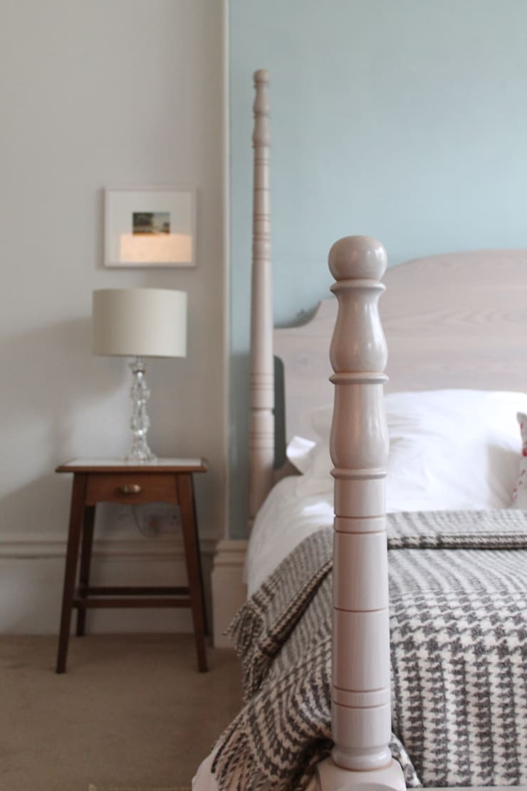 The Calverley Four Poster Bed - A Parisian Air:  Bedroom by TurnPost