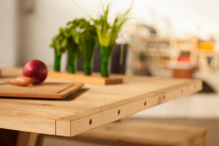 lignaro.  //  Ein geläufiger Tisch: modern  von reditum  //  Möbel mit Vorleben,Modern